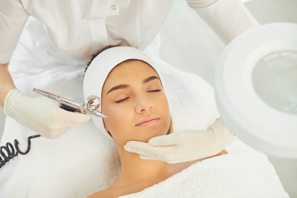 WHAT IS DERMAPLANING, AND SHOULD YOU GET THIS FACE-SHAVING TREATMENT?