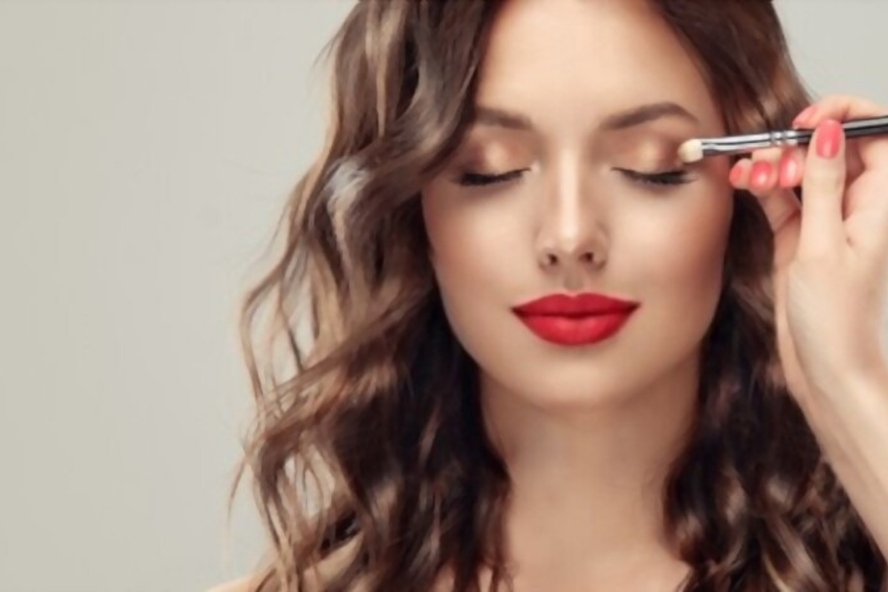 DO YOU NEED A LICENSE TO BECOME A MAKEUP ARTIST ?